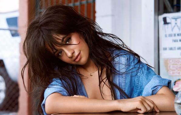 Картинка взгляд, девушка, волосы, рубашка, цепочка, Camila Cabello