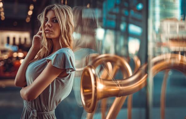 Картинка взгляд, стекло, девушка, отражение, руки, Marco Squassina, Sofia Belli
