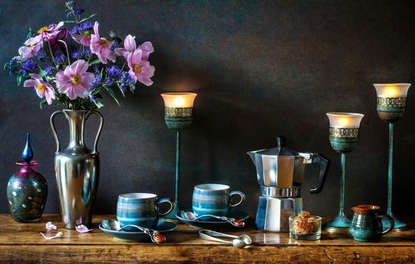 Картинка цветы, стиль, свечи, чашки, ваза, кружки, натюрморт, анемоны, подсвечники, кофейник