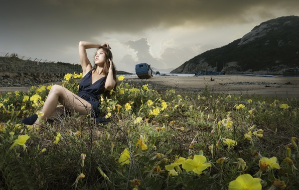 Картинка девушка, цветы, поза, берег, азиатка