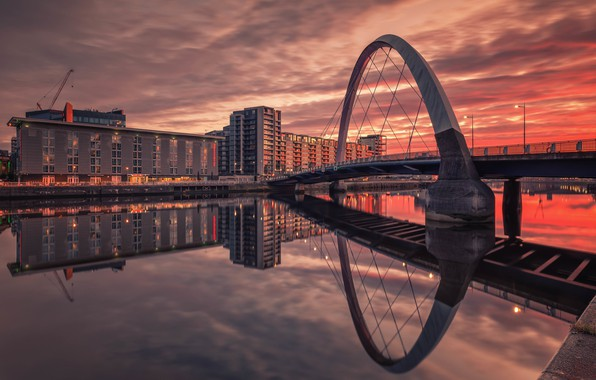 Картинка Glasgow, Scottish, Hilton Garden Inn, Squinty Bridge, River Clyde