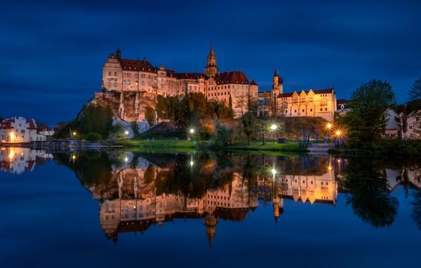 Картинка ночь, скала, отражение, река, замок, Германия, фонари, Germany, Баден-Вюртемберг, Baden-Württemberg, Sigmaringen Castle, Danube River, Зигмаринген, …