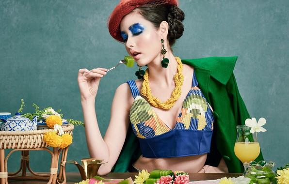 Картинка девушка, украшения, цветы, стиль, еда, макияж, шляпка, азиатка, Sofie, закрытые глаза