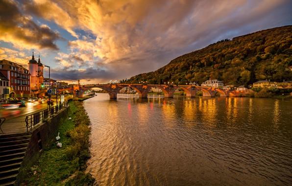 Картинка мост, город, река, улица, здания, вечер, Германия, освещение, холм, Heidelberg, Гейдельберг, Kristian Karaneshev