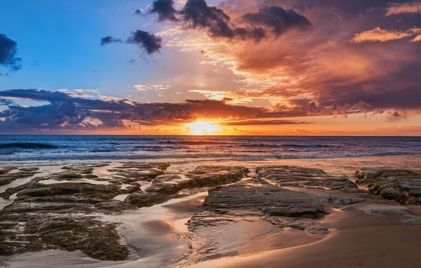 Картинка песок, море, пляж, небо, солнце, облака, камни, рассвет, побережье, горизонт, Италия, Сицилия