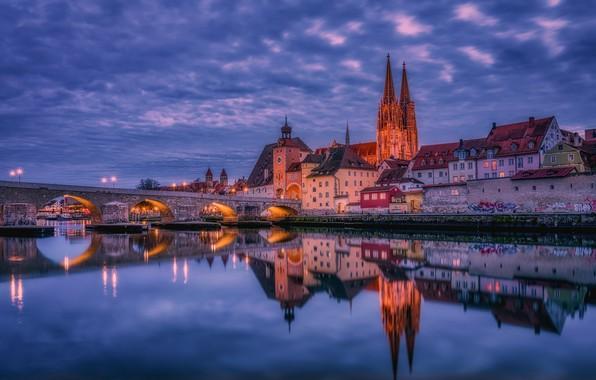 Картинка мост, отражение, река, здания, дома, вечер, Германия, Бавария, Germany, Bavaria, Регенсбург, Regensburg, Stone Bridge, Danube …