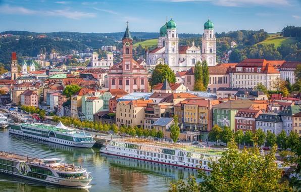 Картинка река, здания, дома, Германия, причал, Бавария, набережная, Germany, Bavaria, Пассау, теплоходы, Passau, River Danube, Река …