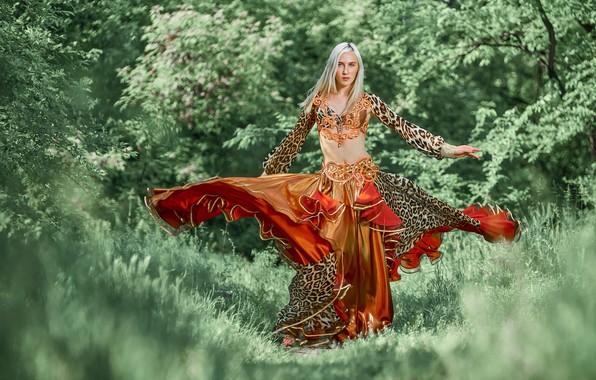 Картинка девушка, природа, поза, фигура, блондинка, наряд, Андрей Халемонец