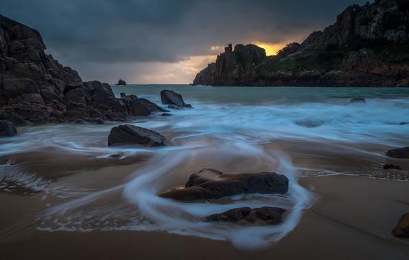 Картинка песок, море, волны, пляж, небо, пейзаж, тучи, природа, камни, скалы, берег, вечер, прибой, сумерки, Нормандия, …