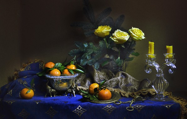 Картинка цветы, ветки, розы, ель, свечи, ваза, натюрморт, скатерть, мандарины, Валентина Колова