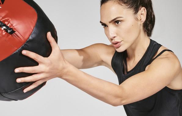 Обои девушка, поза, модель, мяч, Sports, workout, fitness, Галь Гадот, Gal Gadot, Reebok, crossfit, training ball