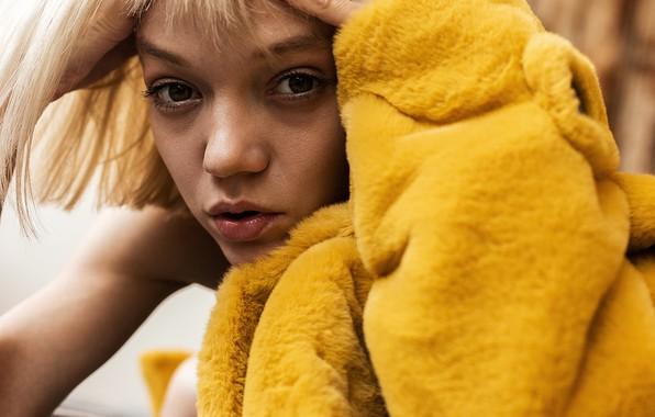 Картинка девушка, в жёлтом, кареглазая, Сауле Халиуллина