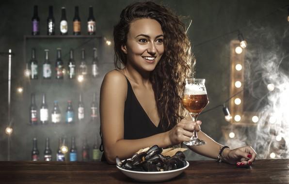 Картинка девушка, настроение, пиво, бар