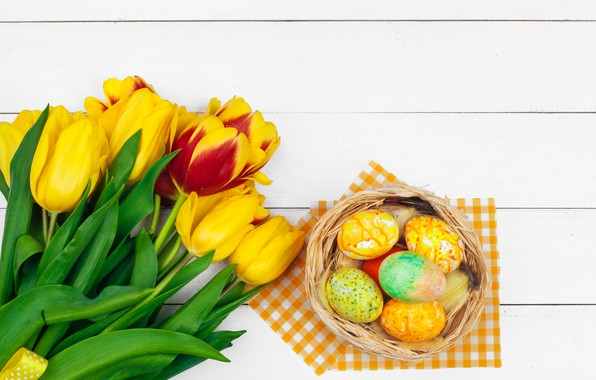 Картинка цветы, яйца, colorful, Пасха, тюльпаны, happy, yellow, wood, pink, flowers, tulips, Easter, eggs, decoration