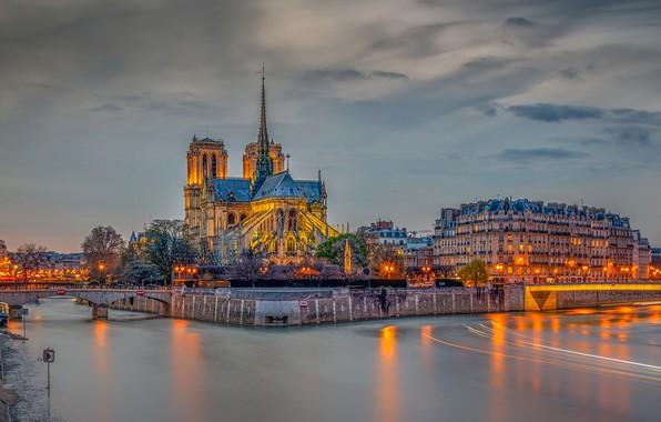 Картинка небо, облака, деревья, огни, река, Франция, Париж, HDR, дома, вечер, фонари, канал, мосты, дворец, Notre …