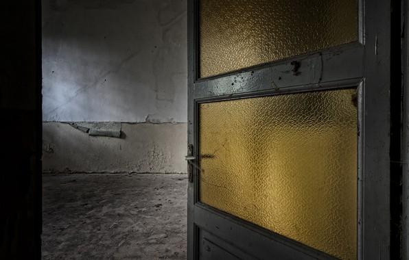 Картинка комната, дверь, натурализм