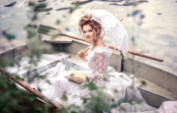 Картинка белый, взгляд, вода, девушка, свет, лицо, стиль, ретро, река, зонтик, лодка, портрет, зонт, макияж, прическа, …