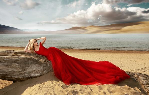 Картинка песок, море, пляж, девушка, поза, стиль, красное платье, Ренат Хисматулин
