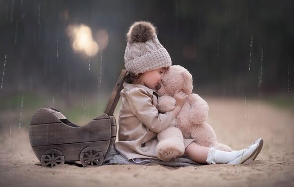 Картинка дождь, игрушка, девочка, коляска, медвежонок, шапочка, плюшевый мишка, Keren Genish