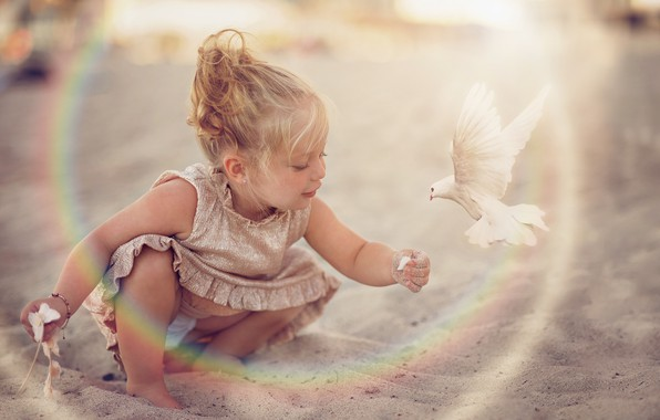 Картинка песок, птица, голубь, платье, девочка, малышка, ребёнок, Daniela Gabay