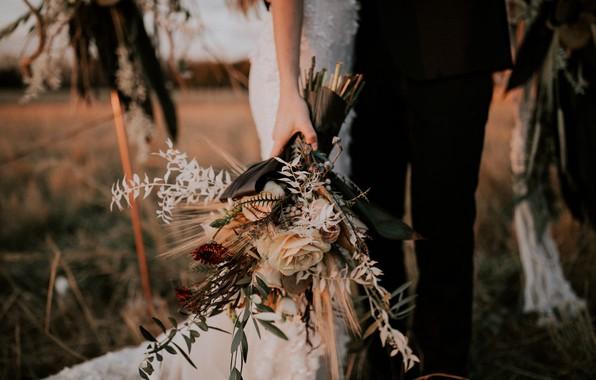 Картинка love, flowers, macro flowers, celebration, hands, roses, wedding, bride and groom, wedding bouquet, bouquet of …