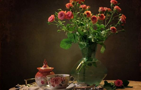 Картинка стол, фон, розы, чашка, ваза, натюрморт, блюдце, поднос