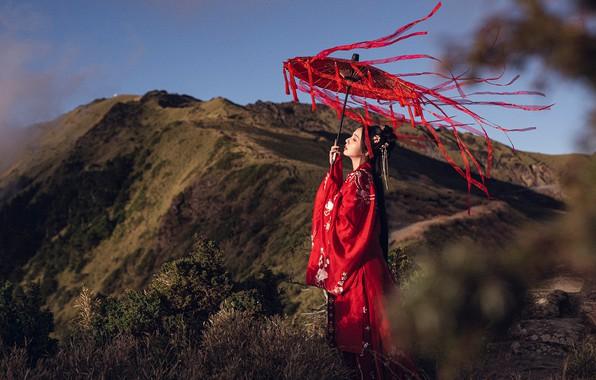 Картинка взгляд, девушка, свет, горы, природа, лицо, поза, стиль, ленты, ветер, холмы, зонт, прическа, красавица, прогулка, …