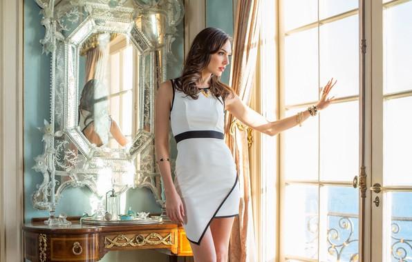 Картинка девушка, поза, портрет, фигура, платье, зеркало, окно, красивая, Gal Gadot