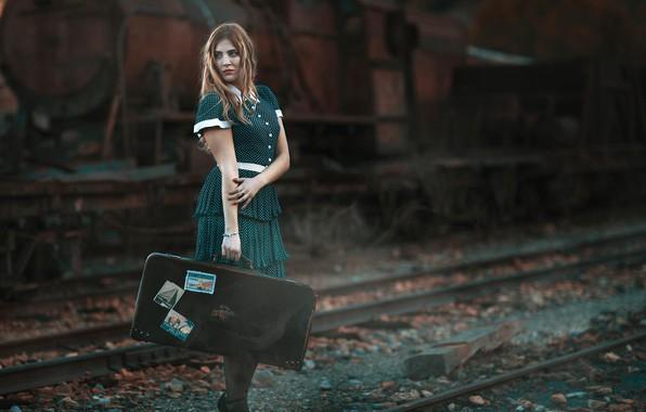 Картинка девушка, поза, настроение, рельсы, паровоз, чемодан, Antonio A Conde