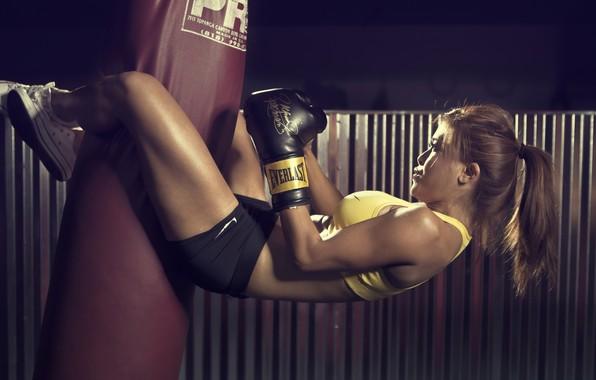 Картинка sport, girl, gym, sack, Boxing, sportswear, boxing gloves, short shorts, sports bra