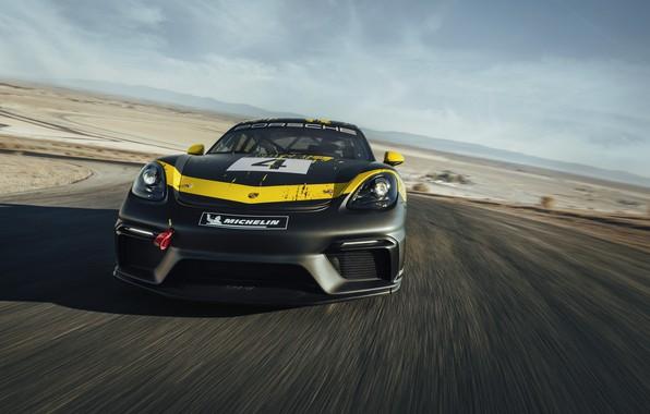 Картинка купе, Porsche, Cayman, вид спереди, трек, 718, 2019, чёрно-жёлтый, GT4 Clubsport