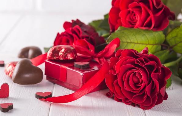 Картинка цветы, подарок, розы, букет, сердечки, красные, red, love, flowers, romantic, hearts, chocolate, valentine's day, roses, ...