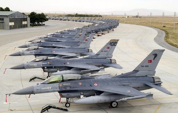 Картинка Истребитель, F-16, Стоянка, F-16 Fighting Falcon, ВВС Турции