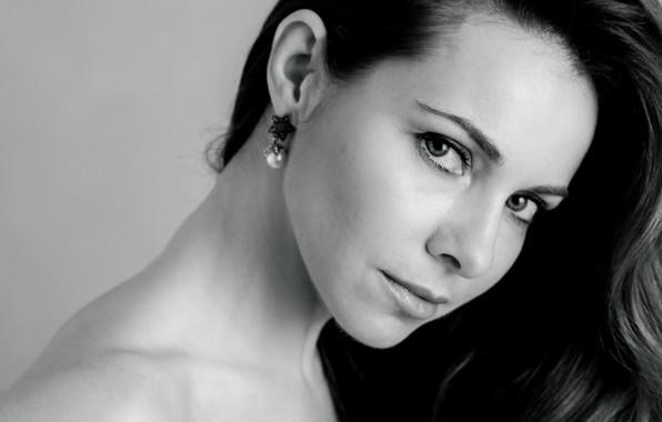 Картинка взгляд, поза, актриса, прическа, певица, hair, look, pose, черно белая, actress, Екатерина Гусева, Ekaterina Guseva