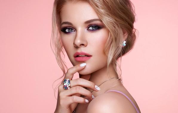 Картинка взгляд, украшения, лицо, поза, фон, модель, рука, портрет, макияж, прическа, красотка, Oleg Gekman