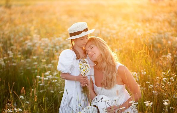 Картинка поле, лето, цветы, природа, женщина, ромашки, девочка, шляпка, травы, мама, ребёнок, букетик, дочь, мать