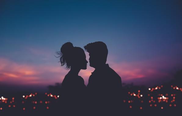Картинка девушка, город, огни, вечер, силуэт, мужчина, влюбленные