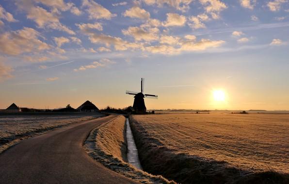 Картинка зима, дорога, небо, солнце, облака, поля, дома, мельница, Winter in de Polder