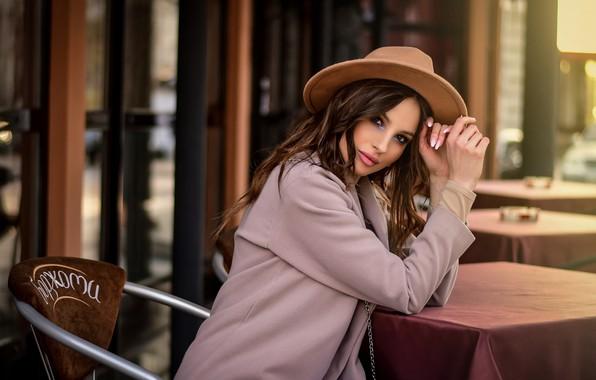 Картинка взгляд, девушка, поза, шляпа, кафе, пальто, Анастасия Мазай (Донская)