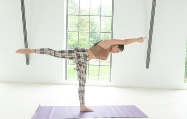 Картинка девушка, поза, йога, коврик, стойка