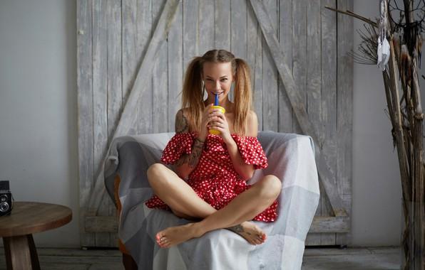 Картинка улыбка, кресло, платье, шатенка, ножки, Вероника Вонка, Wonka, Veronika Wonka