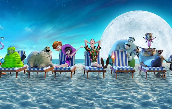 Картинка песок, море, пляж, небо, луна, берег, мультфильм, звёзды, горизонт, постер, персонажи, шезлонги, Hotel Transylvania 3, ...