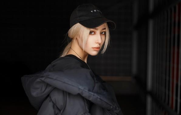 Картинка girl, beauty, hair, look, blonde, dark background, baseball cap, feather jacket