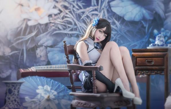 Картинка взгляд, девушка, цветы, лицо, секси, поза, стиль, фон, комната, стена, голубой, голубое, ноги, мебель, интерьер, …
