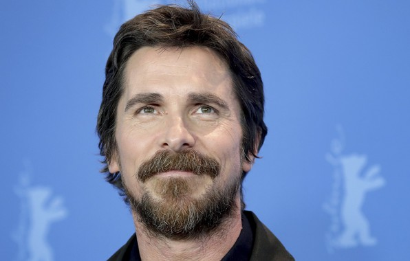 Картинка фон, актёр, улыбается, Christian Bale