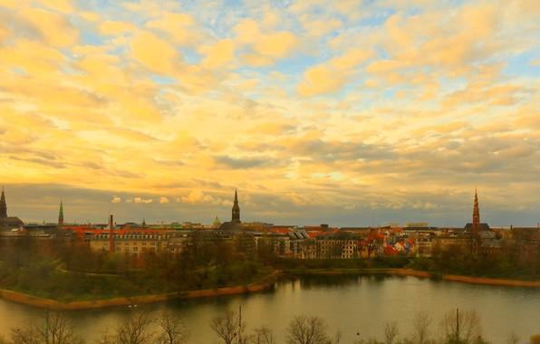 Картинка осень, небо, облака, деревья, город, берег, вид, здания, дома, вечер, Дания, панорама, башни, архитектура, набережная, …