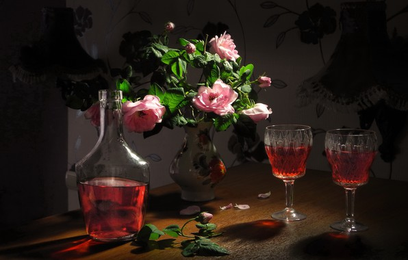 Картинка цветы, розы, лепестки, бокалы, ваза, напиток, натюрморт, бутыль, ликёр, Сергей Фунтовой