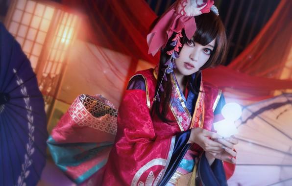 Картинка взгляд, девушка, свет, красный, лицо, поза, стиль, сияние, фон, портрет, руки, макияж, брюнетка, прическа, костюм, …