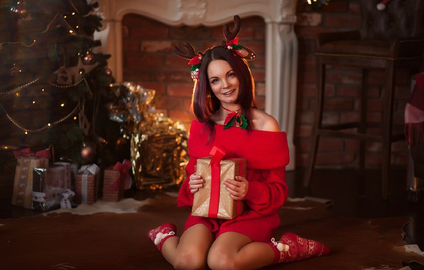 Картинка девушка, поза, комната, подарок, елка, Новый год, Christmas, на полу, New Year