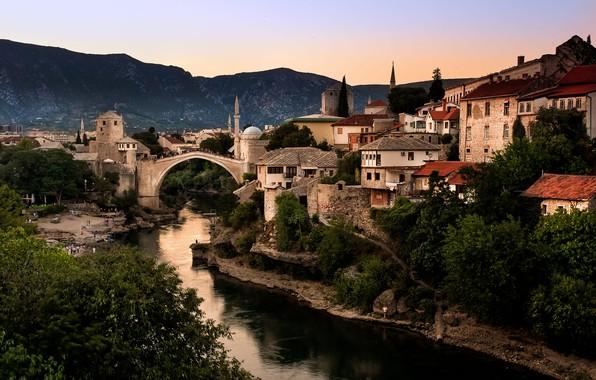 Картинка пейзаж, горы, мост, город, река, дома, мечеть, Босния и Герцеговина, Мостар, Неретва